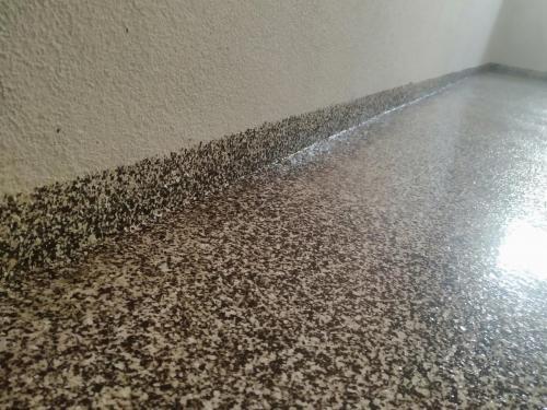 Čipsová podlaha suterén bytovka